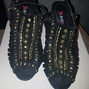 JustFab Shoes - Sexy black and gold studded heels